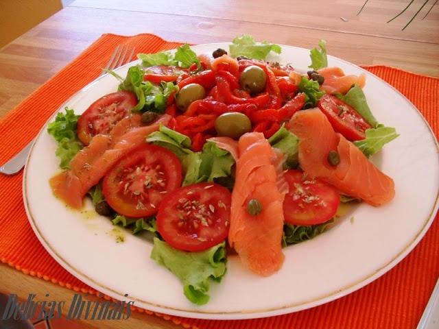 Salada Alface, Tomate, Pimentos e Salmão Fumado