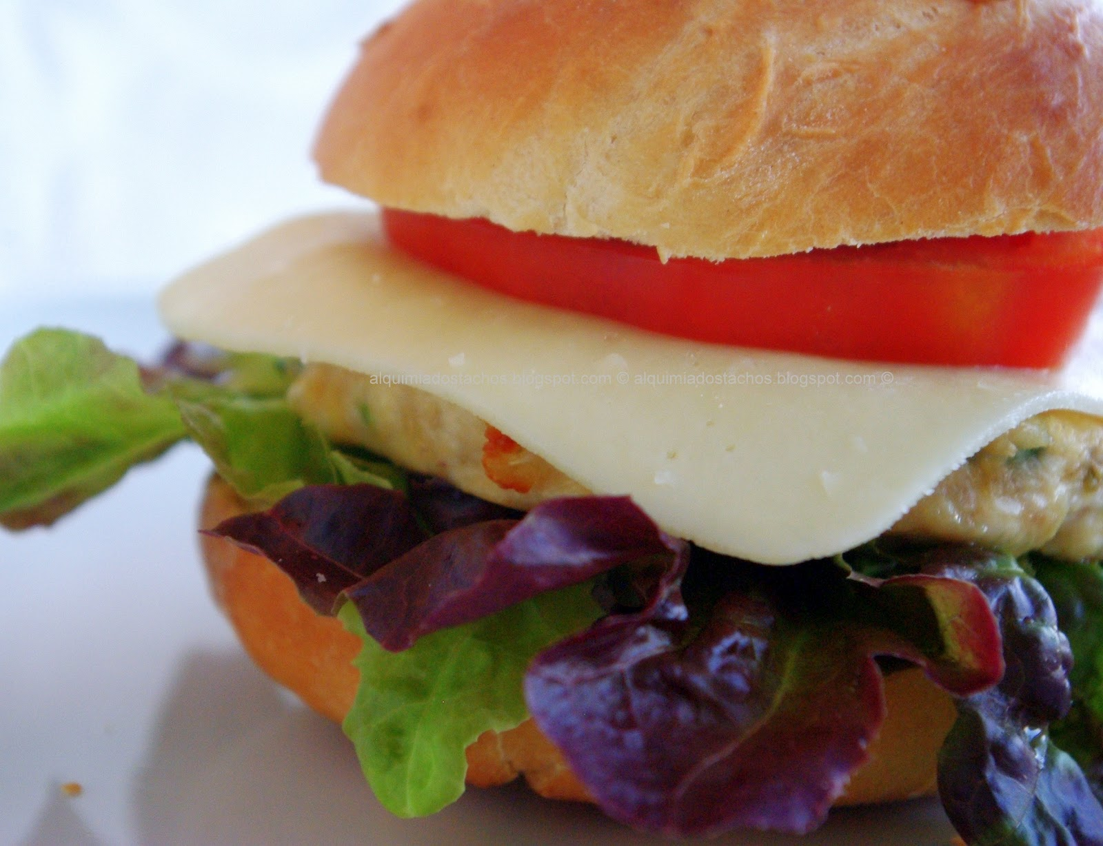 Hambúrguer de Frango em Pão