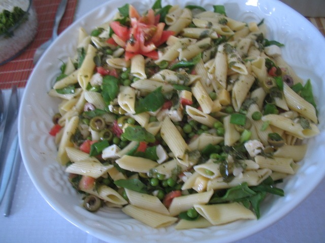 Salada de massa e espinafres