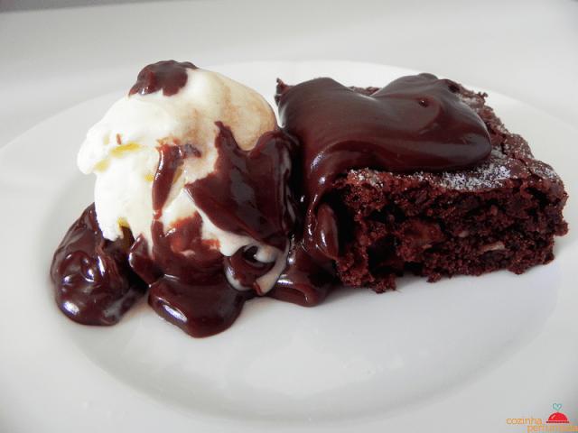 Brownies de Chocolate com Cobertura de Chocolate
