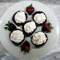 Forminhas de Chocolate Recheadas com Chantilly Levíssima