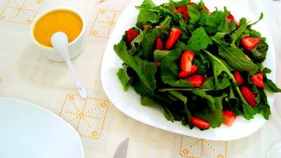 Salada de rúcula com morango