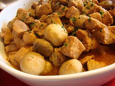 Carne de Porco Estufada com Cogumelos