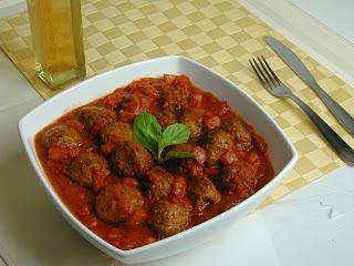 Almôdegas com molho de tomate