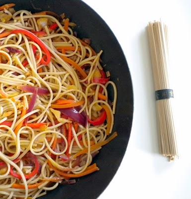 Massa Noodles com Legumes