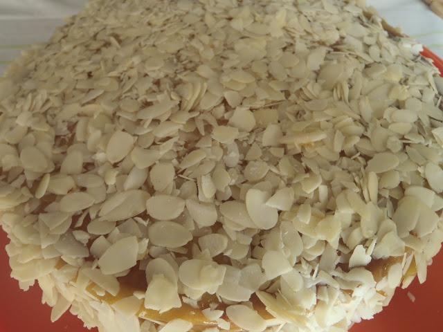 Torta de Amêndoa e Ovos Moles