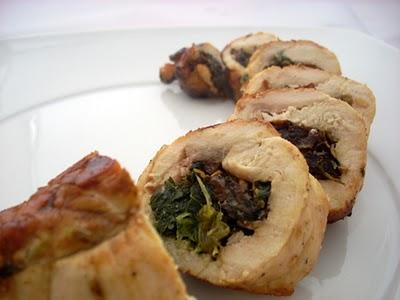 Peito de peru com nozes e espinafre