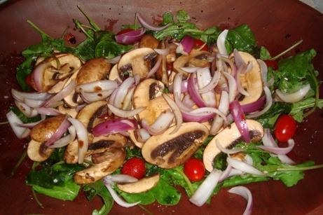 Salada de pimentos e cogumelos
