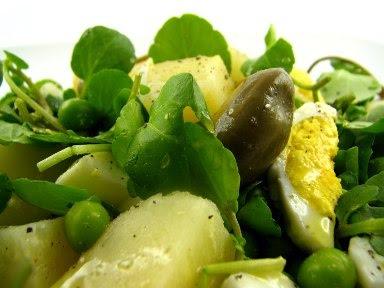 Salada de ovo e batata com caril