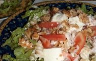 Salada de Abacate com Delícas do Mar e Queijo Fresco