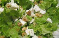 Salada de Alface com Queijo e Nozes