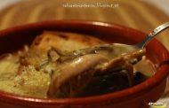 Sopa de cogumelos com coentros