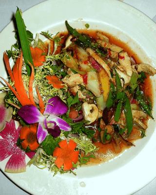 Legumes Salteados com Tiras de Frango e Natas