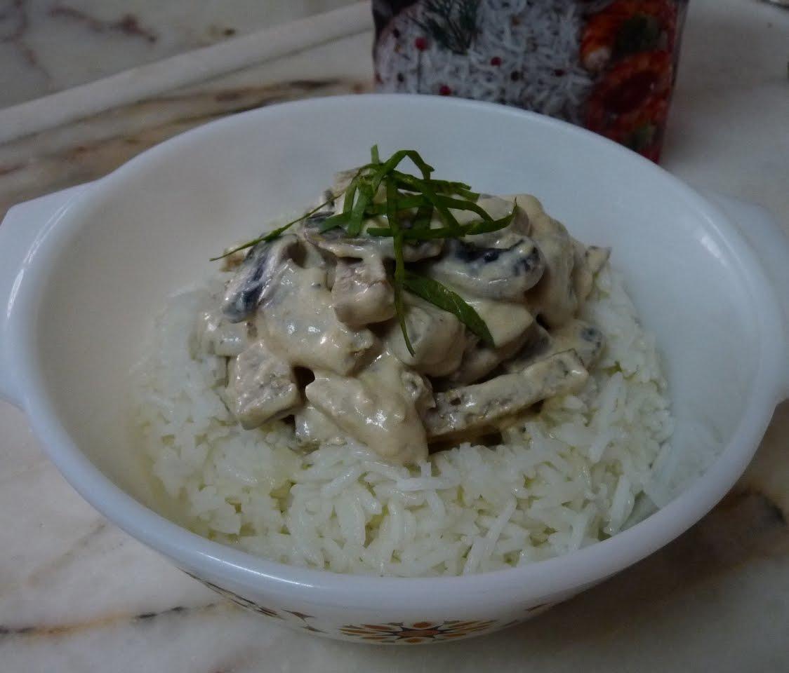 Strogono de tofu e seitan