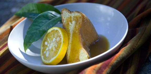 Bolo de fécula com toffee de laranja
