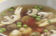 Caldo de Carne com Vegetais e Bolinhas