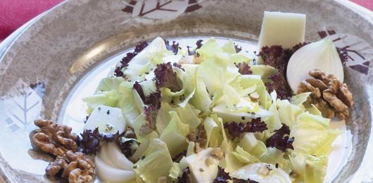 Salada de Endívias com Queijo e Nozes