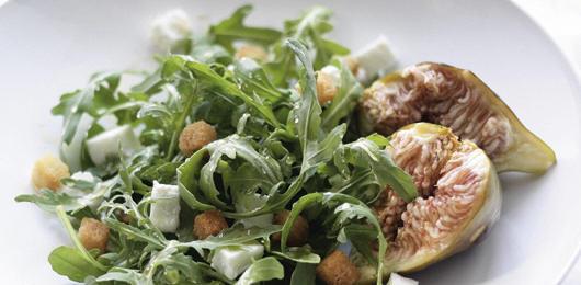 Salada de Rúcula com Mel e Figos Frescos