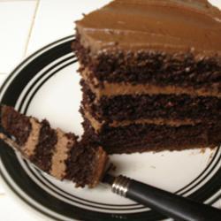 Bolo de Chocolate com Cobertura Cremosa de Chocolate e Café