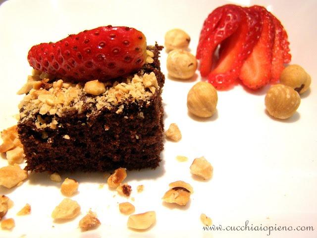 Torta de avelã e morangos