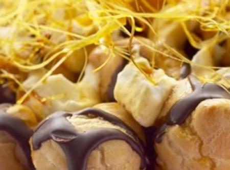 Bolo de profiteroles com recheio de castanhas