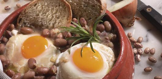 Sopas de Feijão Catarino com Ovos