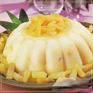 Manjar de coco com abacaxi caramelizado
