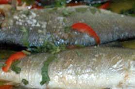 Pudim de peixe com molho de camarão
