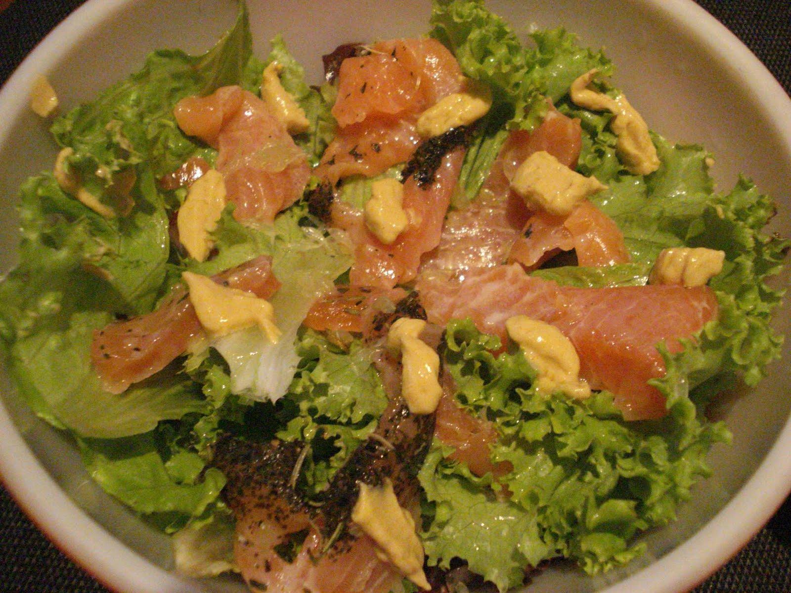 Salada Califórnia de Salmão Defumado