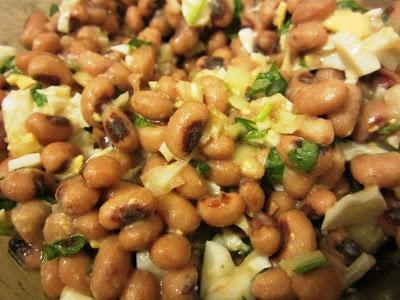 Pataniscas com Salada de Feijão Frade