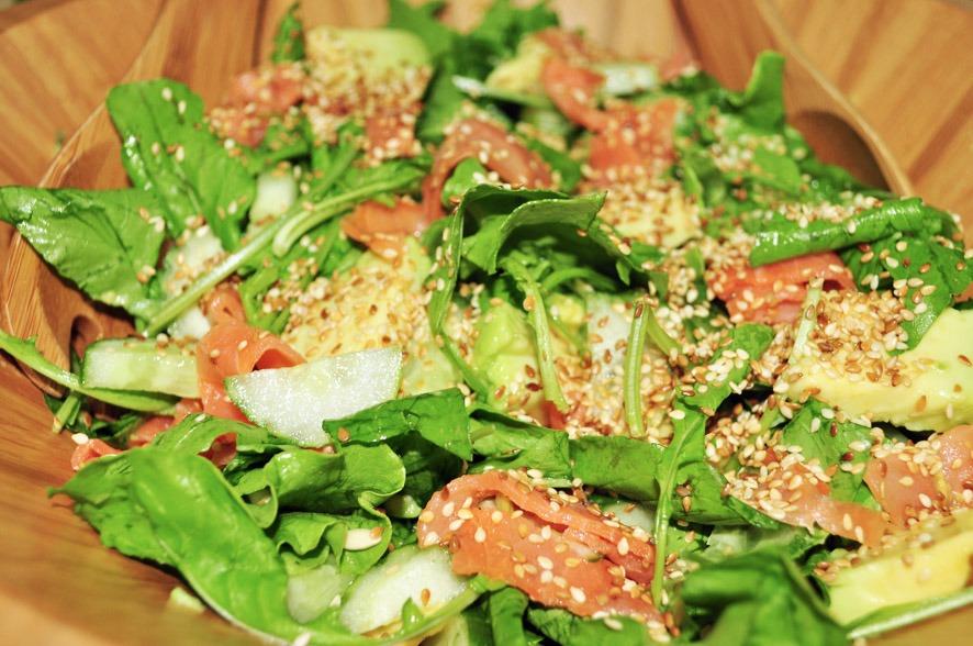 Salada de Abacate com Salmão Defumado