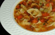 Sopa de capelete com legumes
