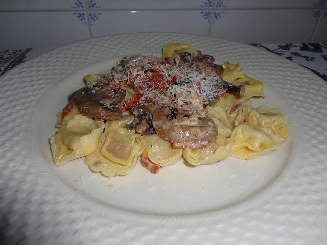 Tortellini com Tomate e Cogumelos