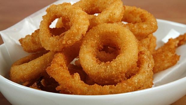 Argolas de Cebola Estaladiças (Onion Rings - receita americana)
